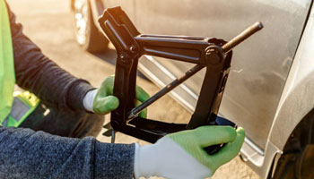 How To Use A Scissor Jack – The Most Straightforward Guide To Tire Changing